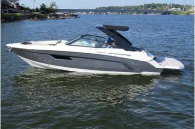 View 2022 CRUISERS YACHTS 338 - Listing #306131