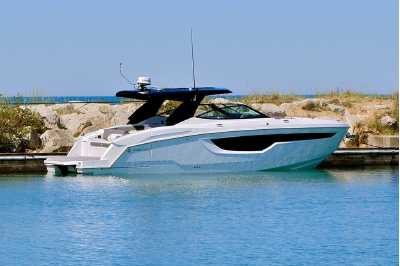 View 2022 CRUISERS YACHTS 38GLS - Listing #306138