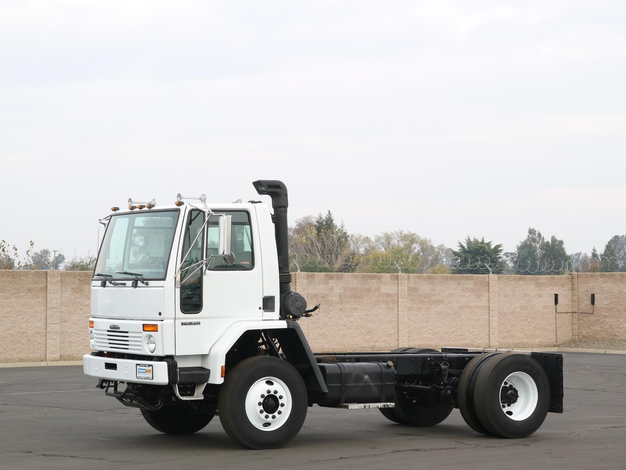 View 2002 FREIGHTLINER FC80 - Listing #1551625