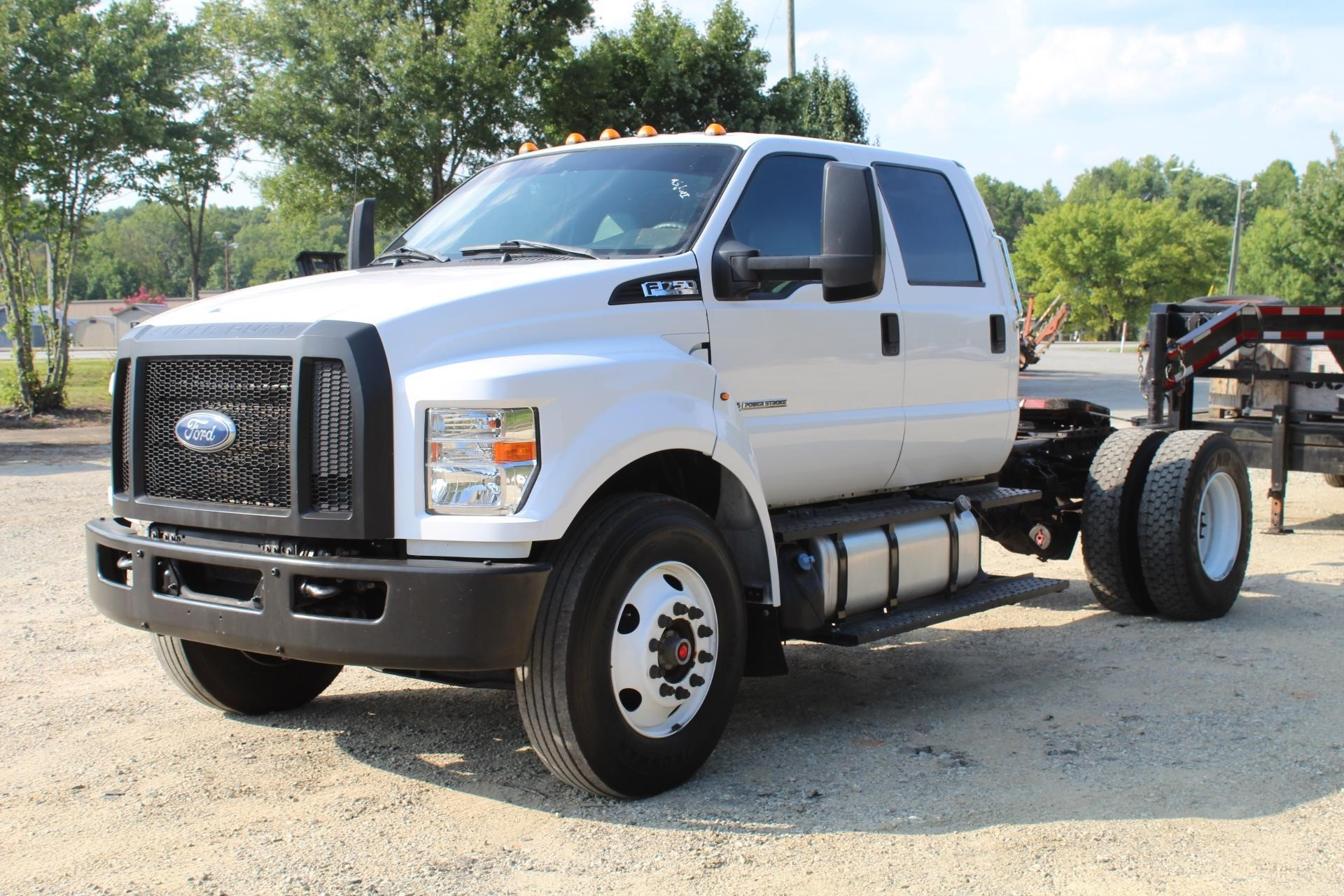 2019 FORD F750 Cab Chassis CLASS 7 (GVW 26001 - 33000)