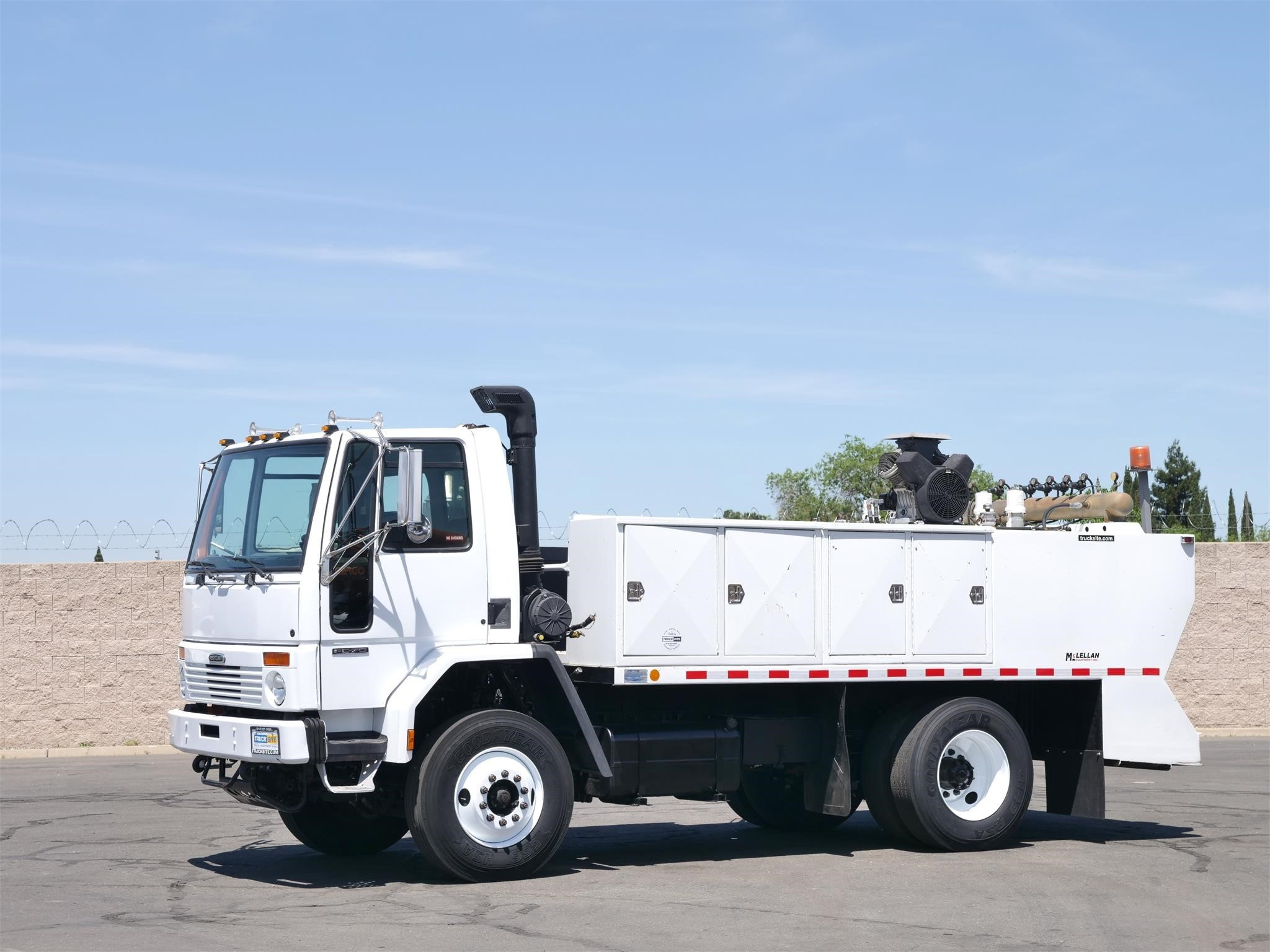 View 2002 FREIGHTLINER FC70 - Listing #1573841