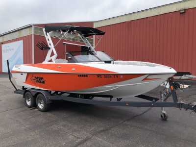 View 2017 Axis Wake Research T22 - Listing #293337