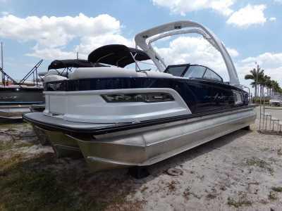 View 2021 Avalon Excalibur Elite Windshield 25' - Listing #303365