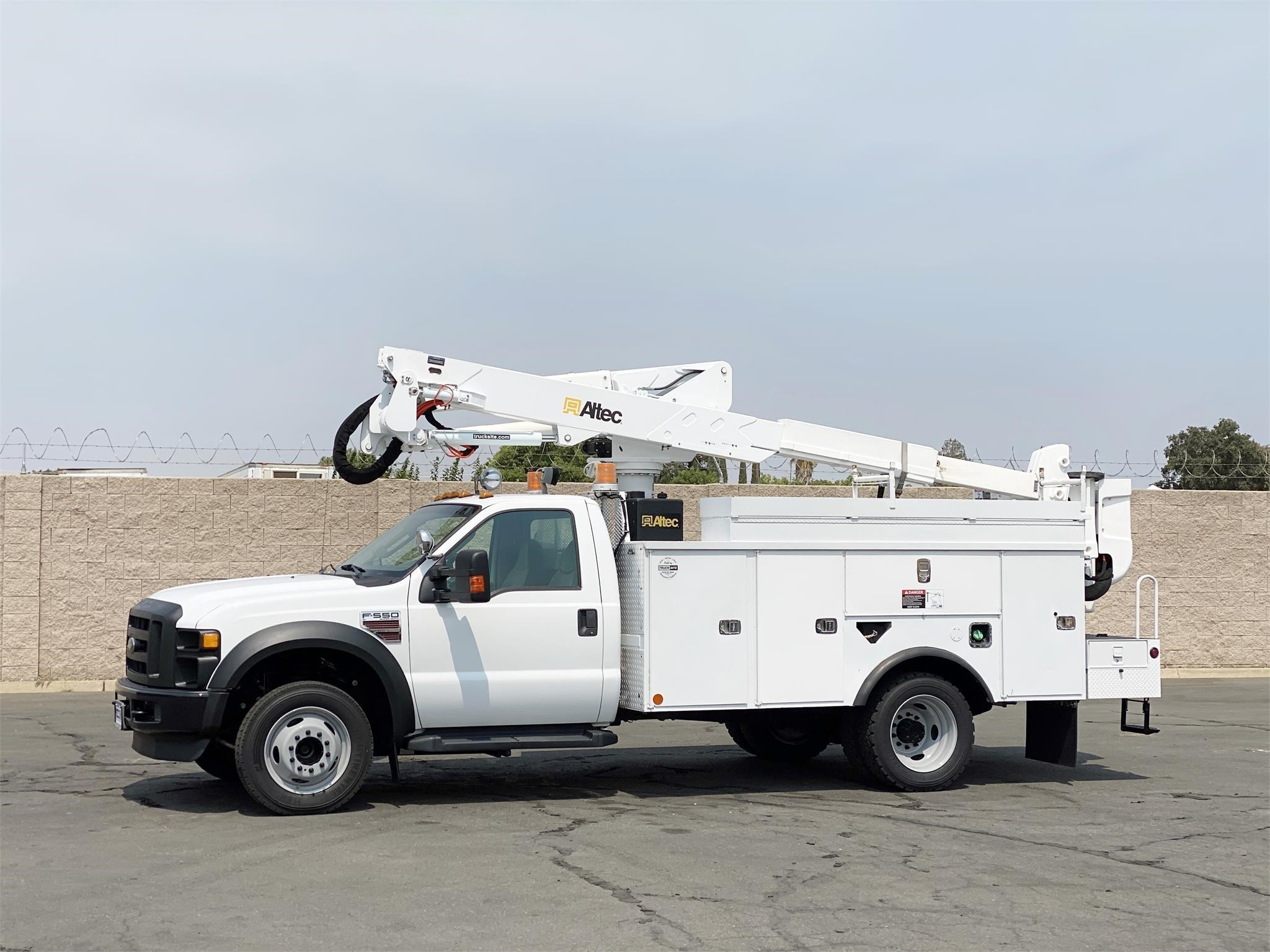 View 2009 ALTEC AT37G - Listing #1573877