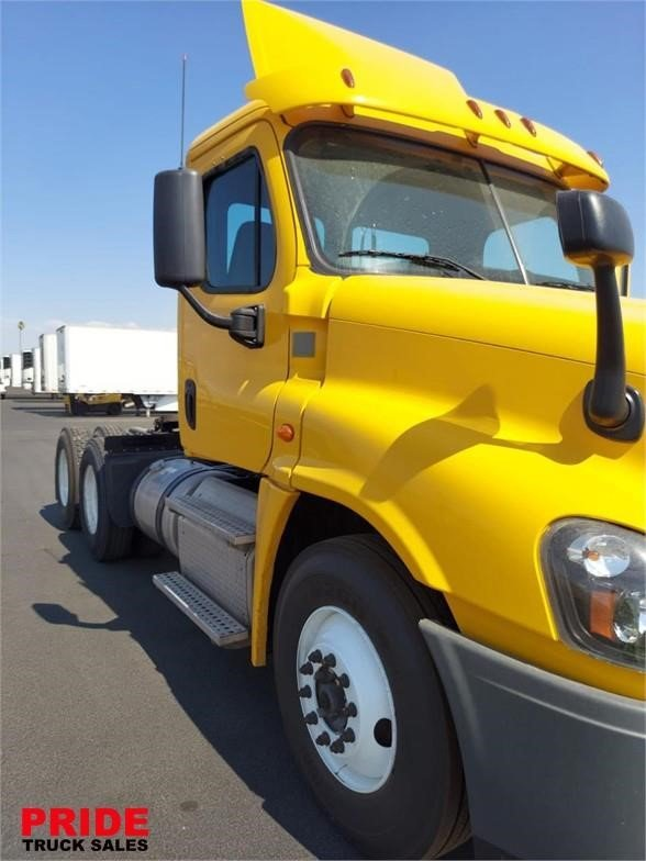 View 2015 FREIGHTLINER CASCADIA 125 - Listing #1627388
