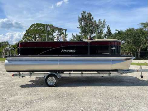 View 2022 Manitou Full Front 20 Aurora LE Angler Twin Tube 25 - Listing #316669