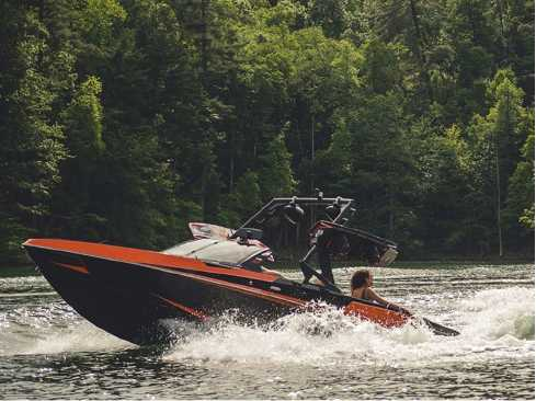 View 2019 Axis Wake Research T22 - Listing #319455