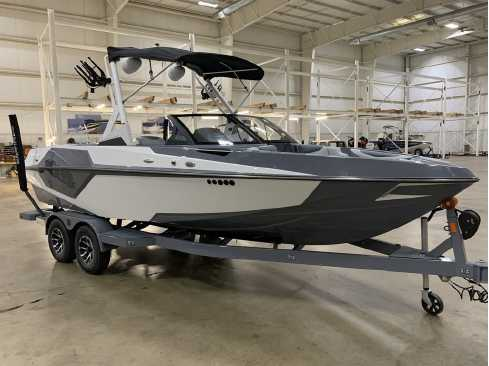 View 2021 Axis Wake Research T22 - Listing #309705