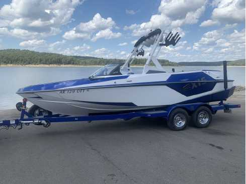 View 2021 Axis Wake Research T22 - Listing #314354